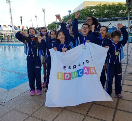 Atletas conquistam troféu de Natação em Aracaju